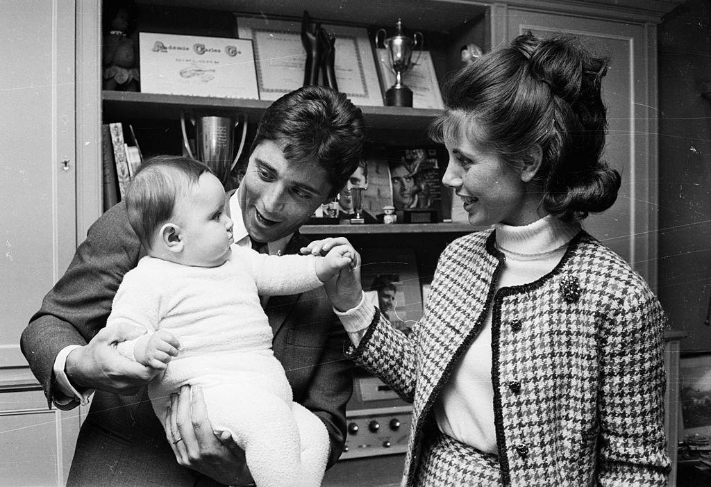 Sacha et Francine auprès de Laurent un an après sa naissance en 1965. l Source : Getty Images