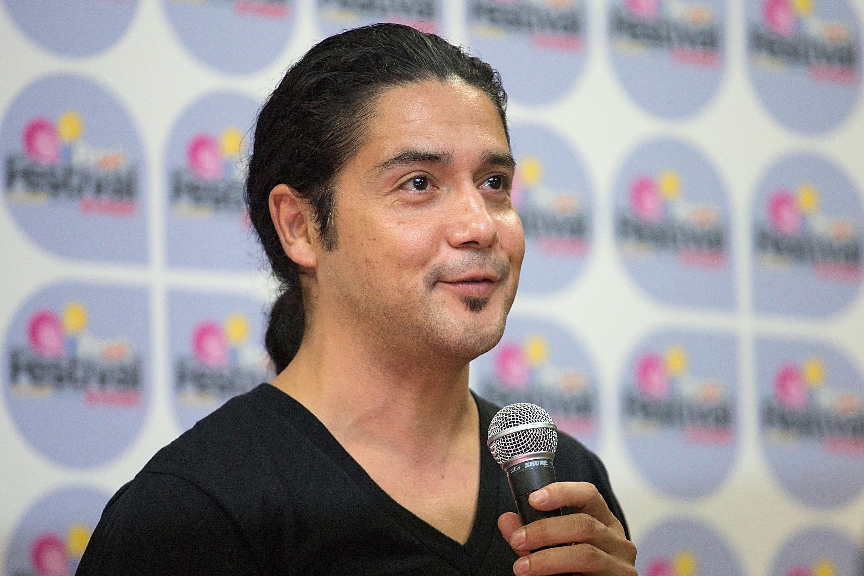 Chris Pérez tras bastidores en el Festival People en Español, presentado por Target en The Alamodome el 1 de septiembre de 2013 en San Antonio, Texas || Fuente: Getty Images
