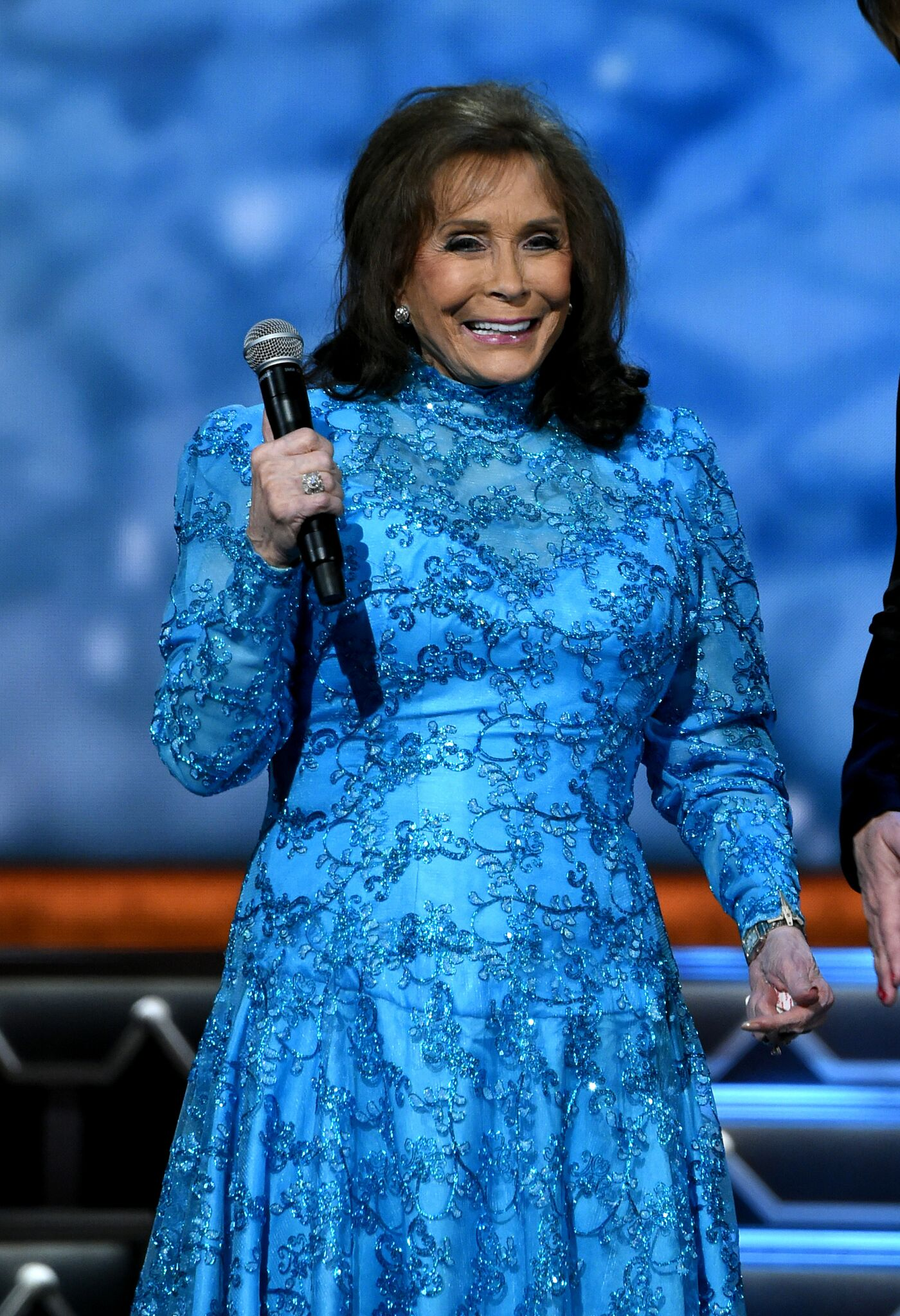 Singer-songwriter Loretta Lynn performs on stage during the CMA 2016 Country Christmas | Getty Images / Global Images Ukraine