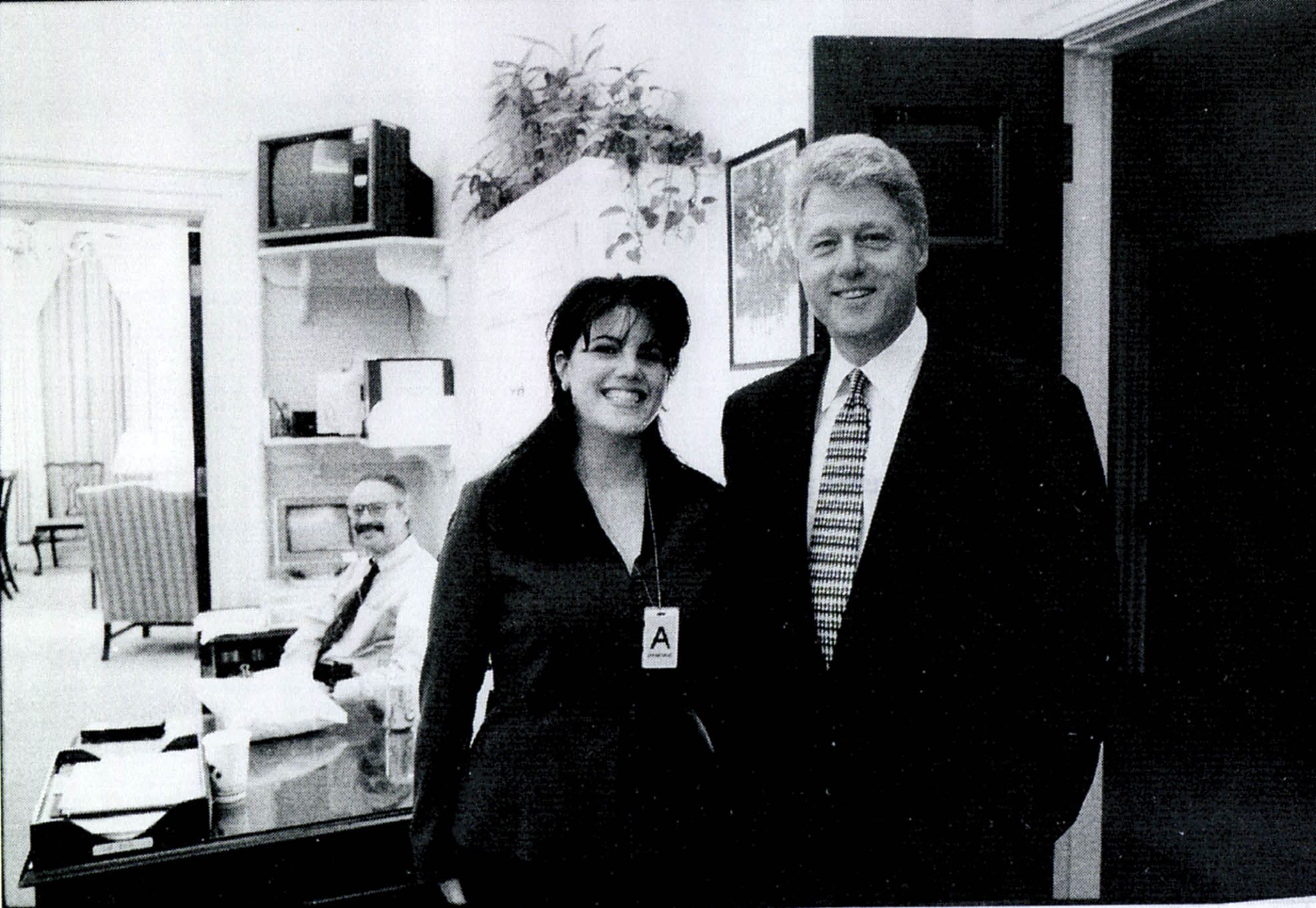 Monica Lewinsky meeting President Bill Clinton at a White House function in 1998 | Photo: Getty Images