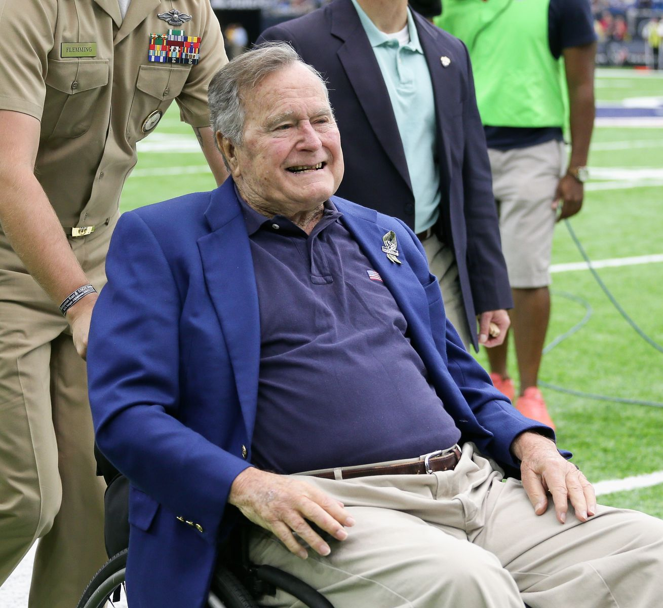George H.W. Bush is taken off the field after flipping the coin between the Detroit Lions and Houston Texans at NRG Stadium on October 30, 2016, in Houston, Texas | Photo: Bob Levey/Getty Images
