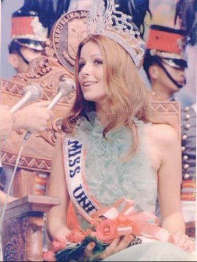 Amparo Muñoz tras ganar el Miss Universo en 1974. | Imagen: YouTube/Alejandro Zuniga Recordando