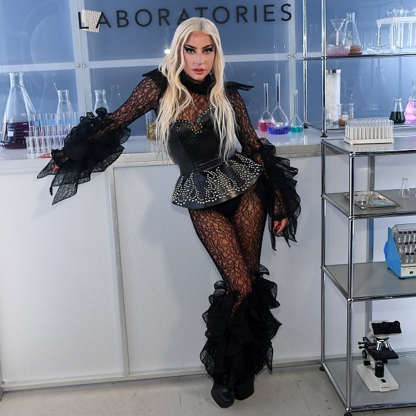 Lady Gaga assiste à Lady Gaga célèbre le lancement de Haus Laboratories au Barker Hangar à Santa Monica, Californie | Photo: Getty Images