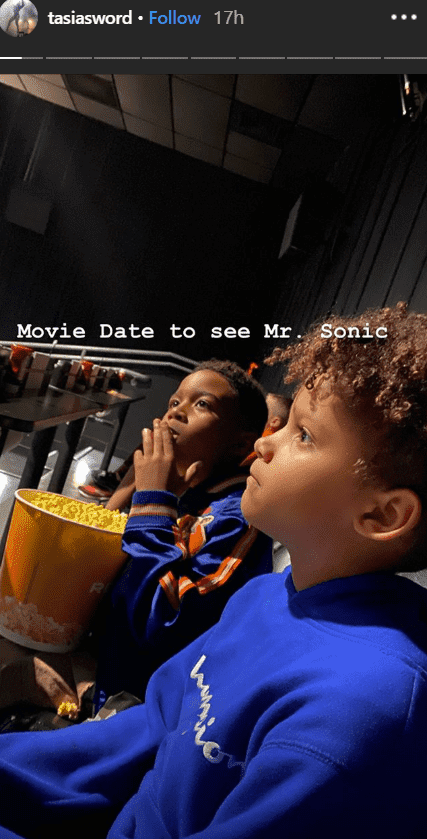 Singer Fantasia and her son in the movie theater  | Photo: Instagram/Tasiasword