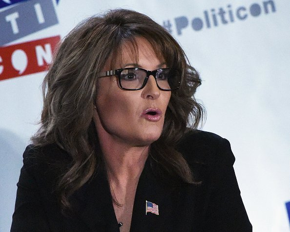 Sarah Palin speaks during her appearance at Politicon at Pasadena Convention Center.| Photo: Getty Images.