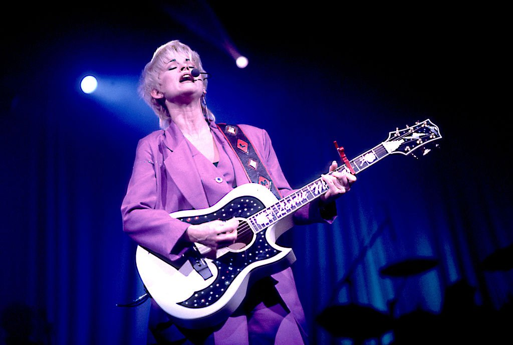 Lorrie Morgan performing in Chicago, 1995 | Source: Getty Images
