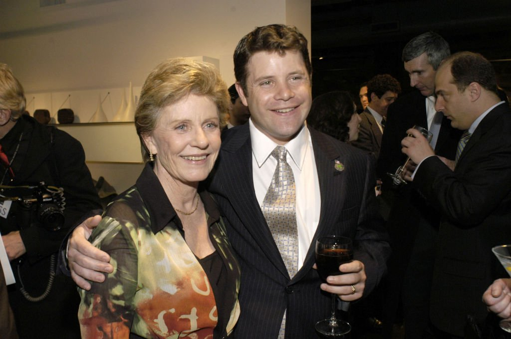 Patty Duke and her son Sean Astin on March 30, 2004 in Washington, DC | Source: Getty Images