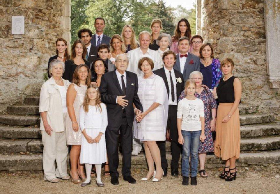 Famille de Michel Legrand, enfants, petits-enfants réunis | Photo: Twitter / TRAN THI TRINH Maguy