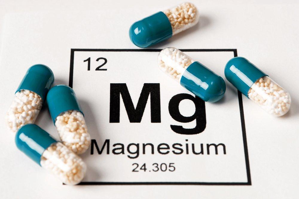 Symbole chimique du magnésium et capsules.    Photo : Shutterstock