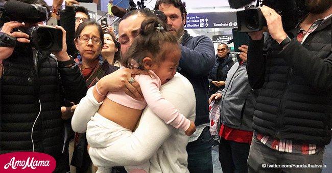 Emotivo encuentro de pequeña niña con su mamá tras ser separada de su familia en la frontera