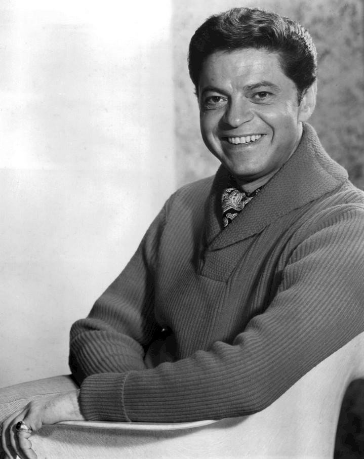Publicity photo of actor Ross Martin, circa 1960s. | Photo: Wikimedia Commons