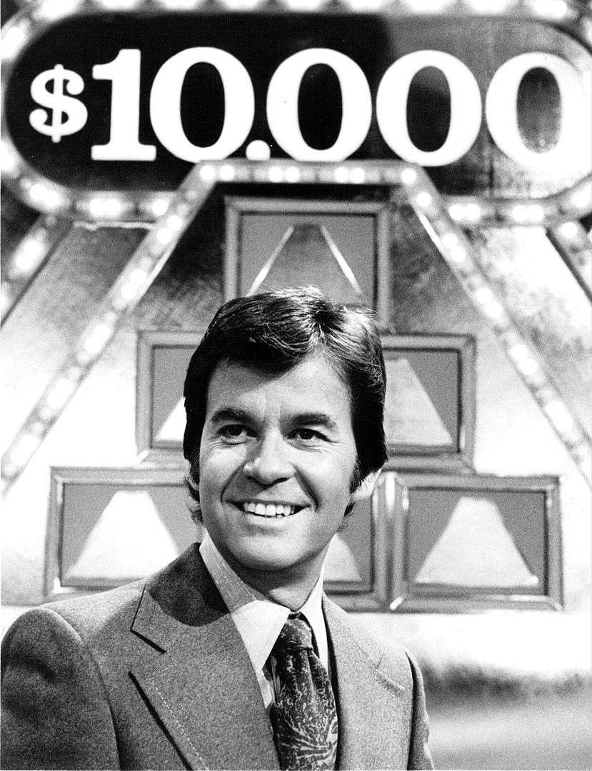Publicity photo of Dick Clark as host of the television game show The $10,000 Pyramid | Photo: Wikimedia Commons Images