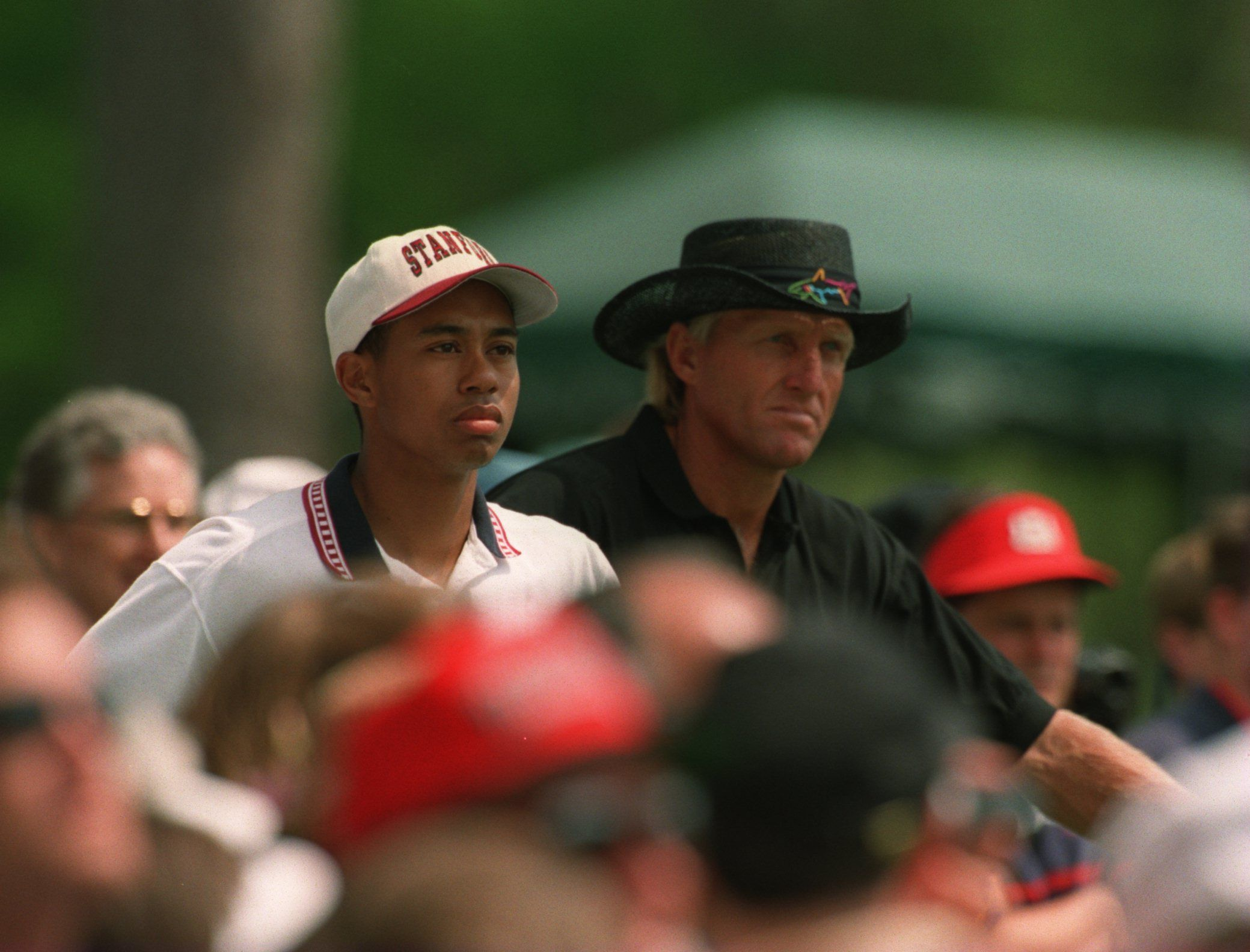Tiger Woods and Greg Norman back when he was still an amateur player, at the 1995 U.S. Masters Golf Championship. | Source: Getty Images