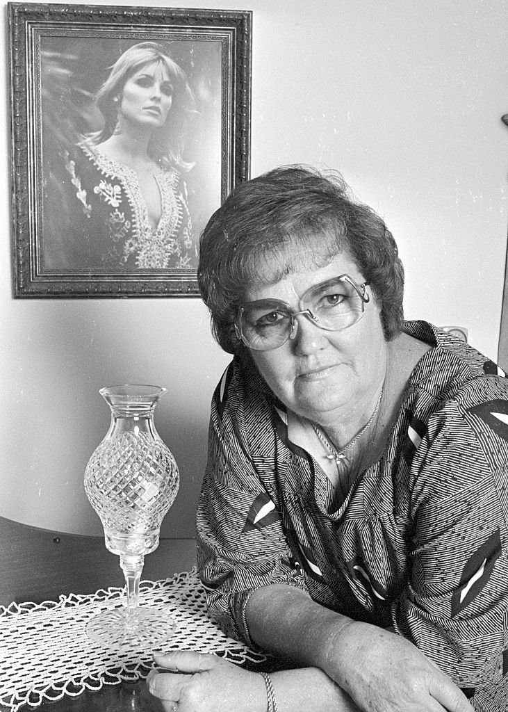 Doris Tate (1924 - 1992) poses in her home, Los Angeles, California, October 03, 1984. | Photo: Getty Images