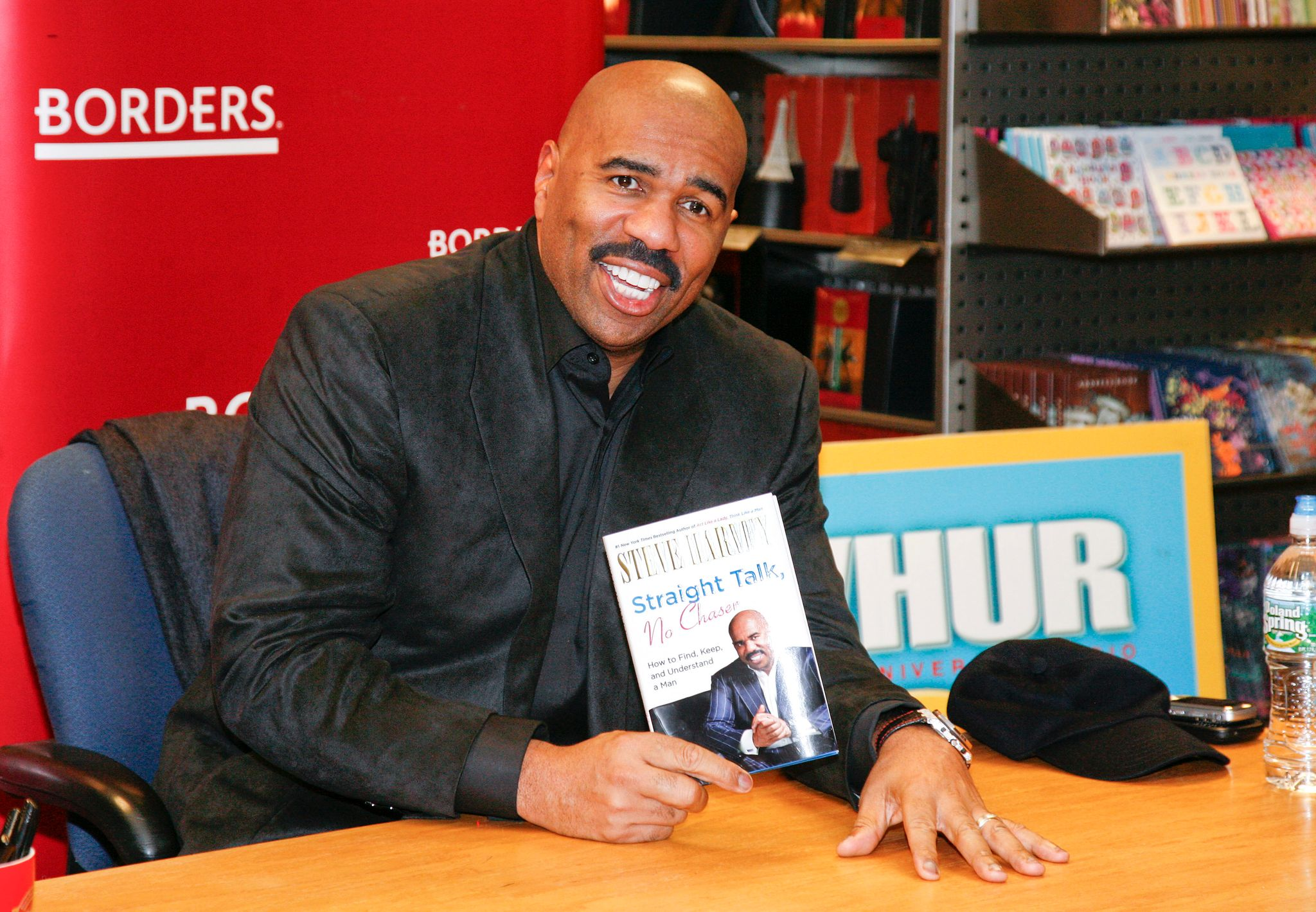 Steve Harvey signing copies of his book on January 19, 2011 in Washington. | Photo: Getty Images