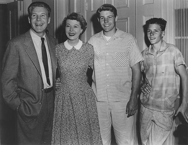 Ozzie Nelson, Harriet Nelson, David Nelson and Ricky Nelson promoting their roles on the ABC television series The Adventures of Ozzie and Harriet, circa 1955. | Source: Wikimedia Commons.