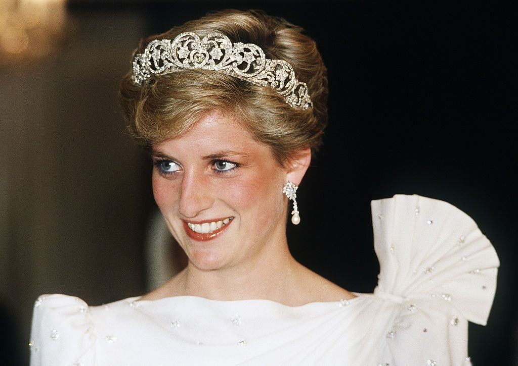 Princess Diana wearing one of the Royal tiaras, cica 1992 | Source: Getty Images