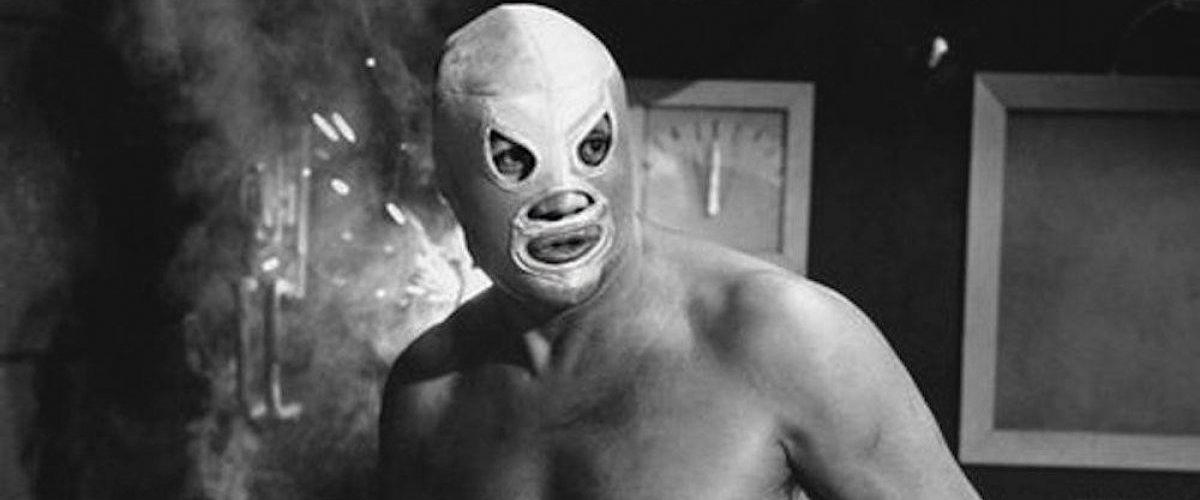 El Santo: historia del luchador mexicano que solo se quitó la máscara días antes de morir