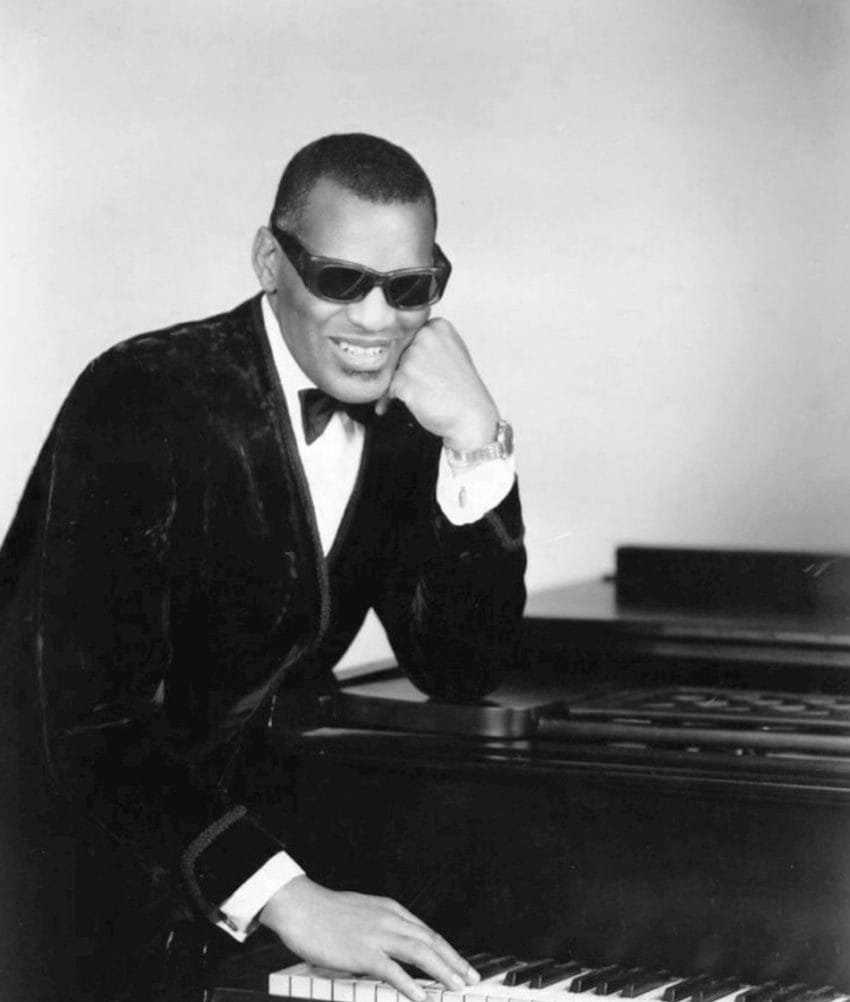 Ray Charles in one of his classic poses at the piano, 1969. | Photo: Wikimedia Commons Images