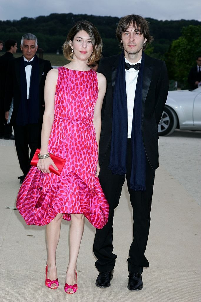 Sofia Coppola and Thomas Mars, at Dior Haute-Couture Fall-Winter 2007-2008 Fashion Show at Orangerie in Versailles, France on July 02, 2007   Photo : Getty Images