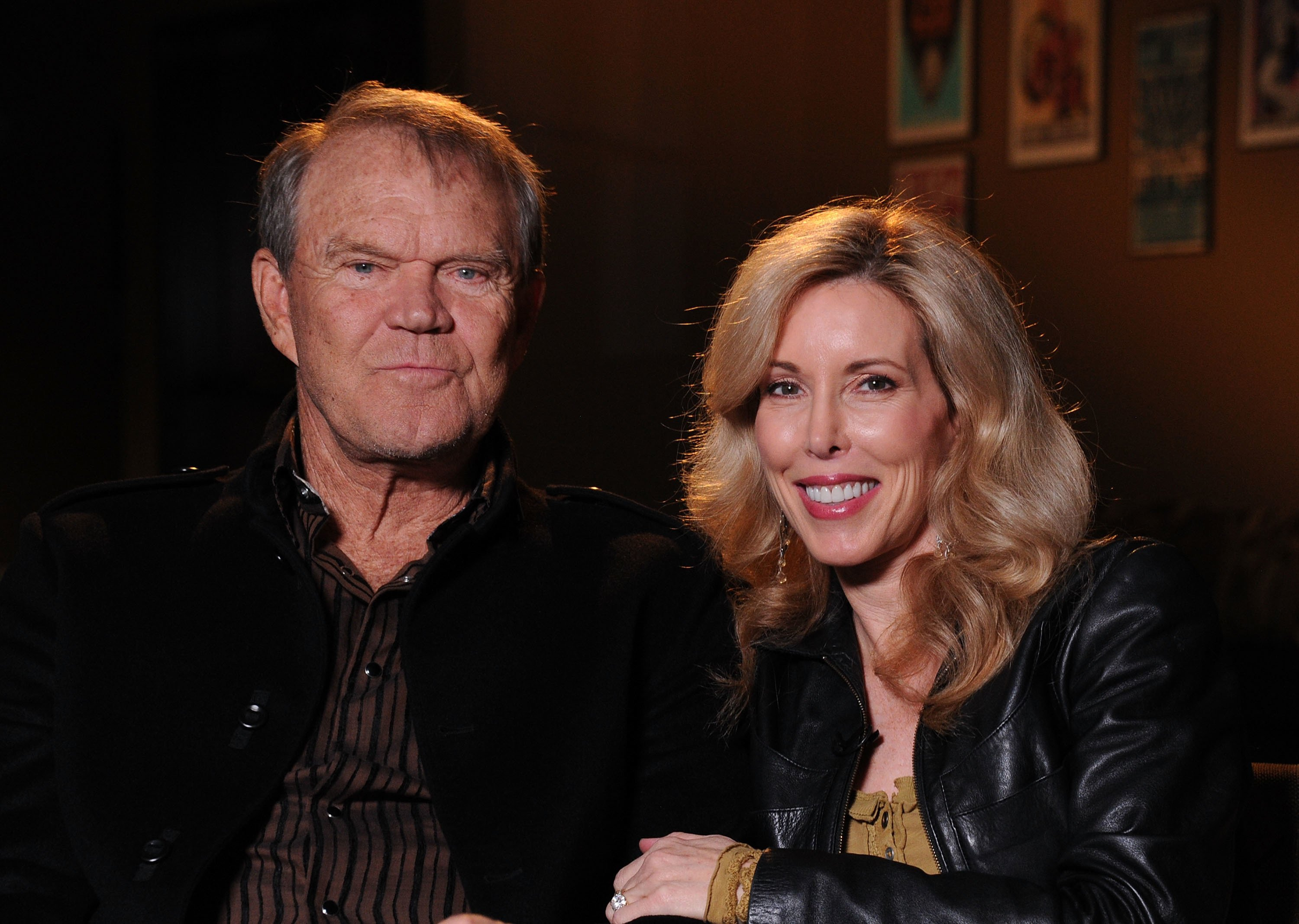 Glen Campbell and Kim Woollen sit down for an interview with CMT at the Bridgestone Arena on September 19, 2011 | Photo: Getty Images