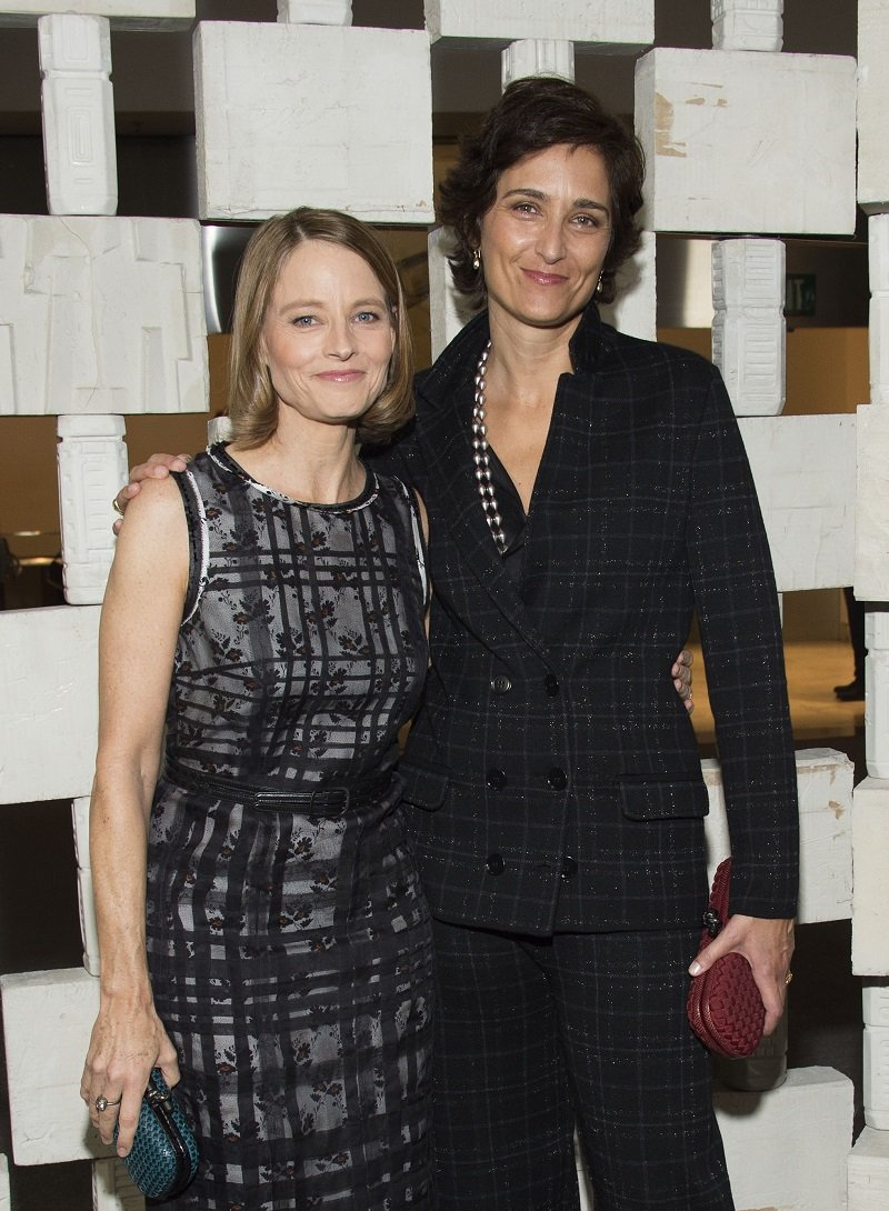 Jodie Foster and wife Alexandra Hedison in Westwood, California, on October 8, 2016 | Photo: Getty Images