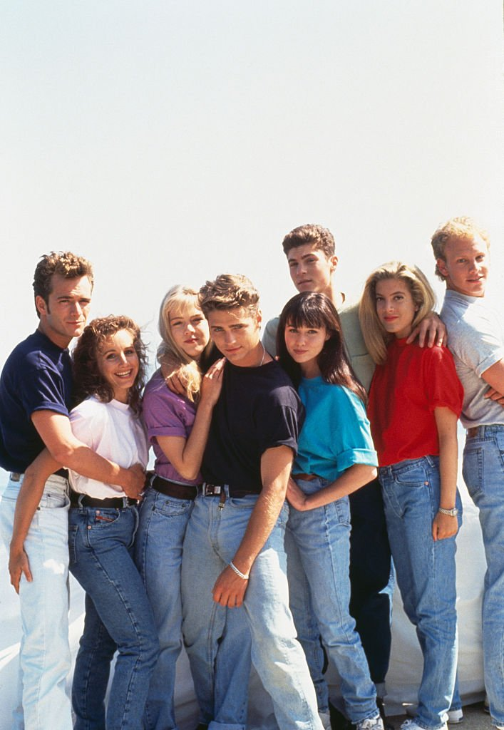 Cast of Beverly Hills, 90210 on August 01, 1991 | Photo: Getty Images