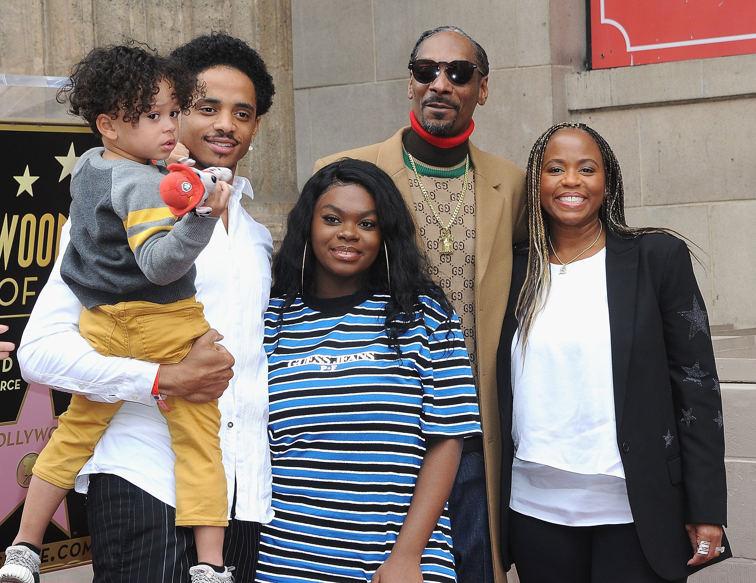 Snoop Dogg & family at Snoop Dogg's star ceremony on The Hollywood Walk of Fame on Nov. 19, 2018 | Photo: Getty Images