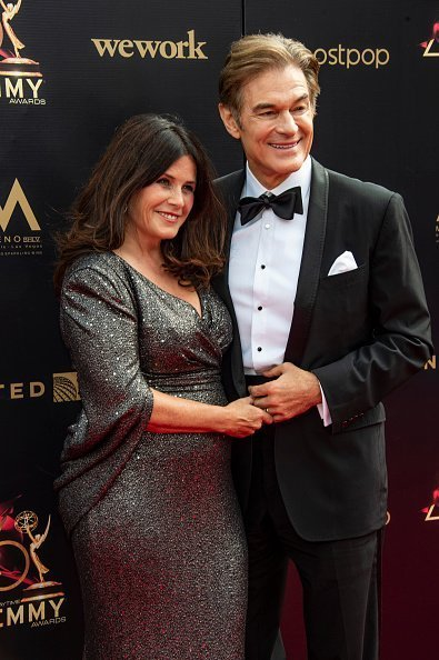 Dr. Oz and wife Lisa attend the Entertainment Studios Daytime Emmies 2019 on May 05, 2019 in Pasadena, California | Photo: Getty Images