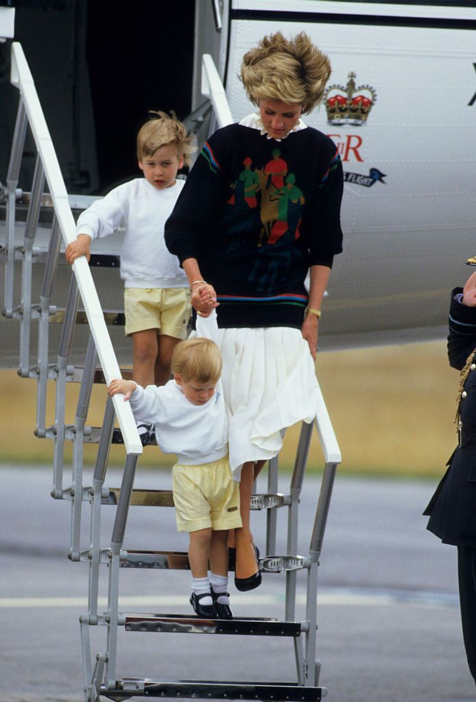 Diana, Princess of Wales, with her young sons Prince William and Prince Harry arrive at Aberdeen Airport for the start of their holidays in Scotland  | Getty Images / Global Images Ukraine