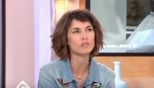 """Églantine Eméyé se confie à Anne-Elisabeth Lemoinedans """"C à vous"""" du 7 mai 2019.   Youtube/C à vous"""