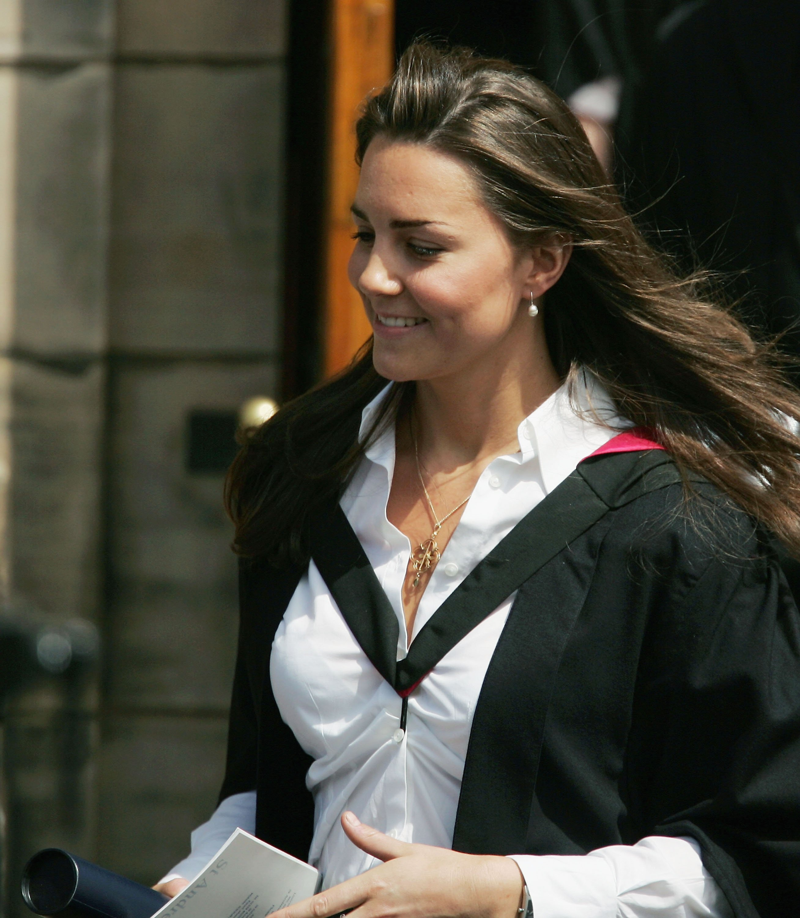 Kate Middleton at Younger Hall after her graduation ceremony, June 23, 2005 in St Andrews, Scotland. | Source: Getty Images