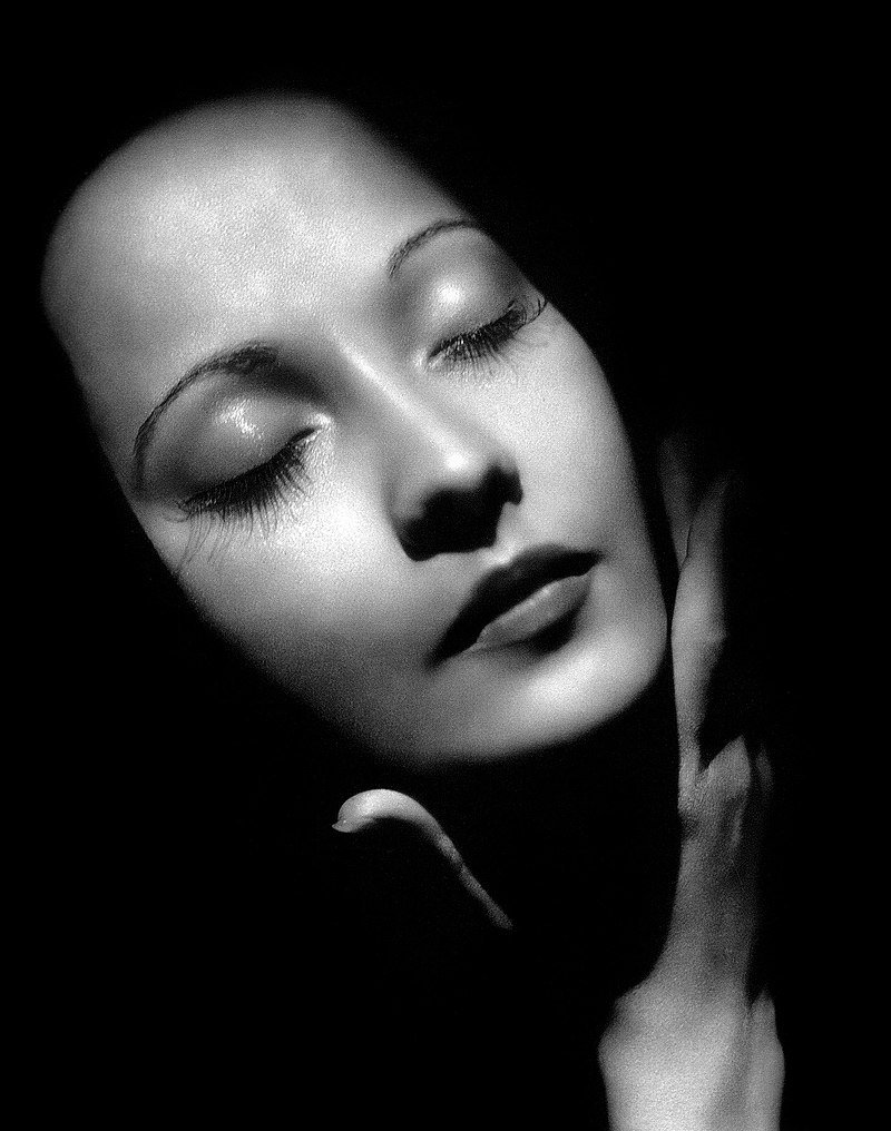 Merle Oberon publicity photo circa 1936 | Source: Wikimedia