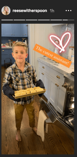 Photo of Reese Witherspoon's son Tennessee James Toth helping her in the kitchen on November 26, 2020 | Photo: Instagram Story/reesewitherspoon