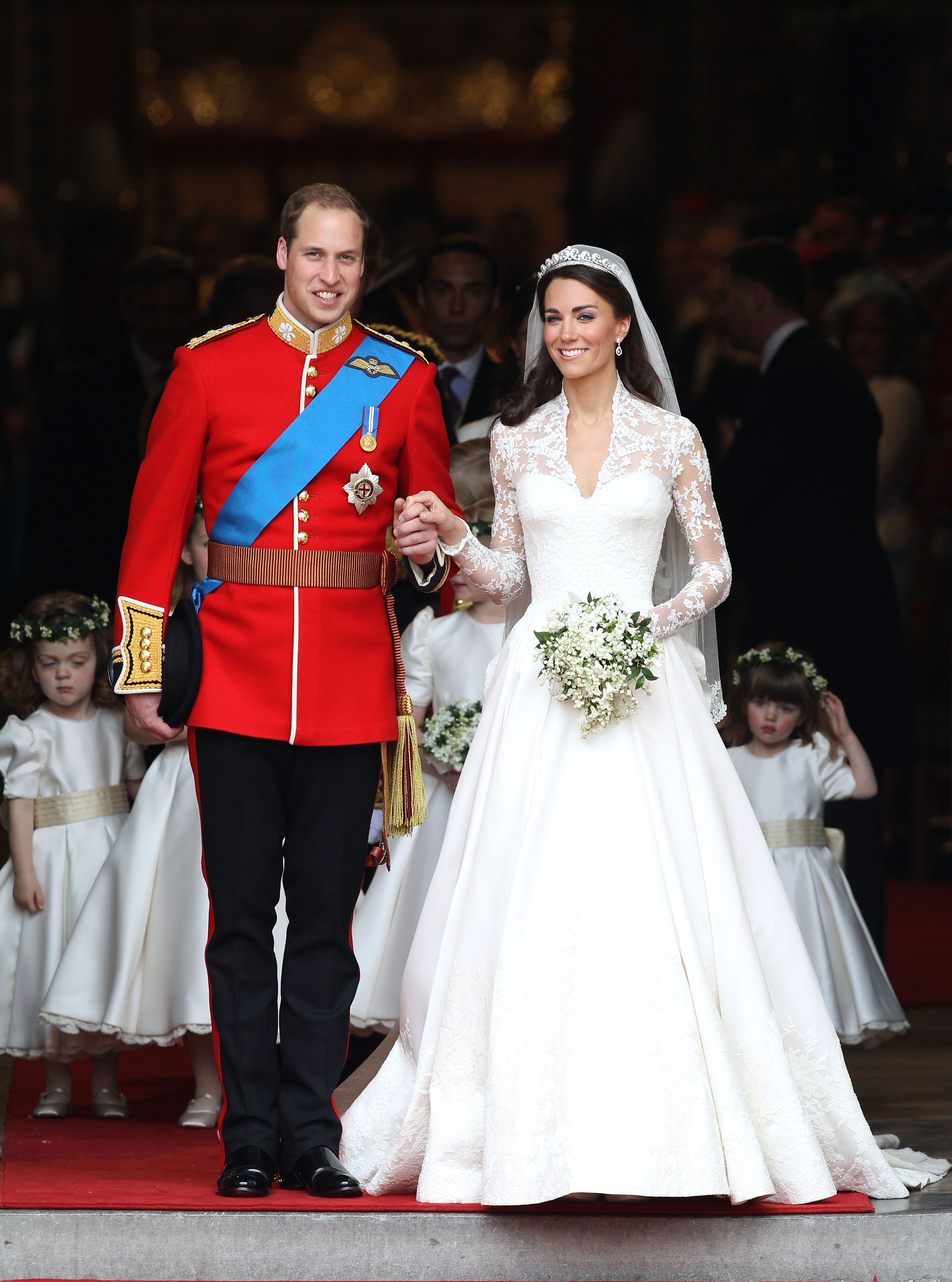Prince William, Duke of Cambridge and Catherine, Duchess of Cambridge smile following their marriage at Westminster Abbey on April 29, 2011 in London | Photo: Getty Images