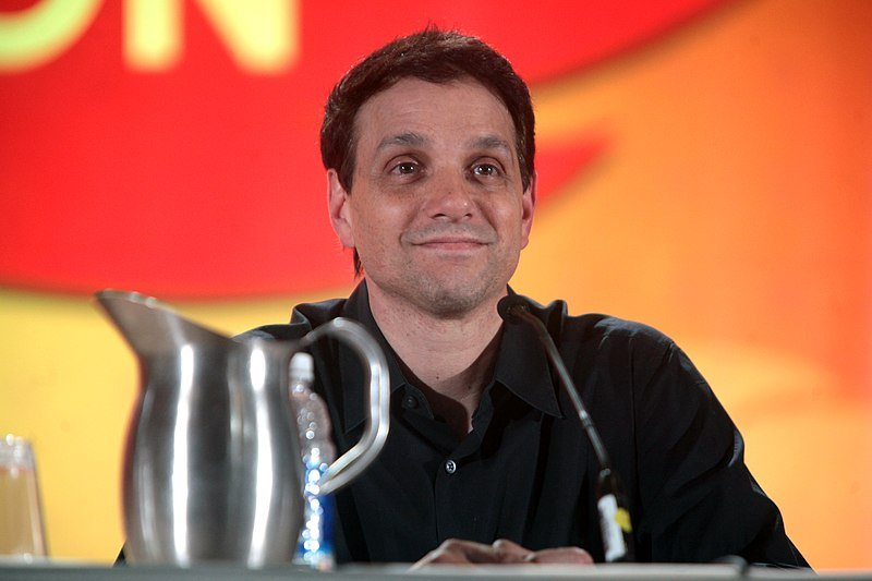 Ralph Macchio speaking at the 2016 Phoenix Comicon at the Phoenix Convention Center.   Source: Wikimedia Commons