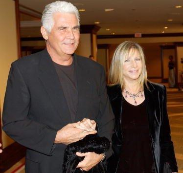 Barbra Streisand y James Brolin en el Century Park Plaza Hotel el 9 de marzo de 2002 en Los Ángeles, CA. | Imagen: Getty Images