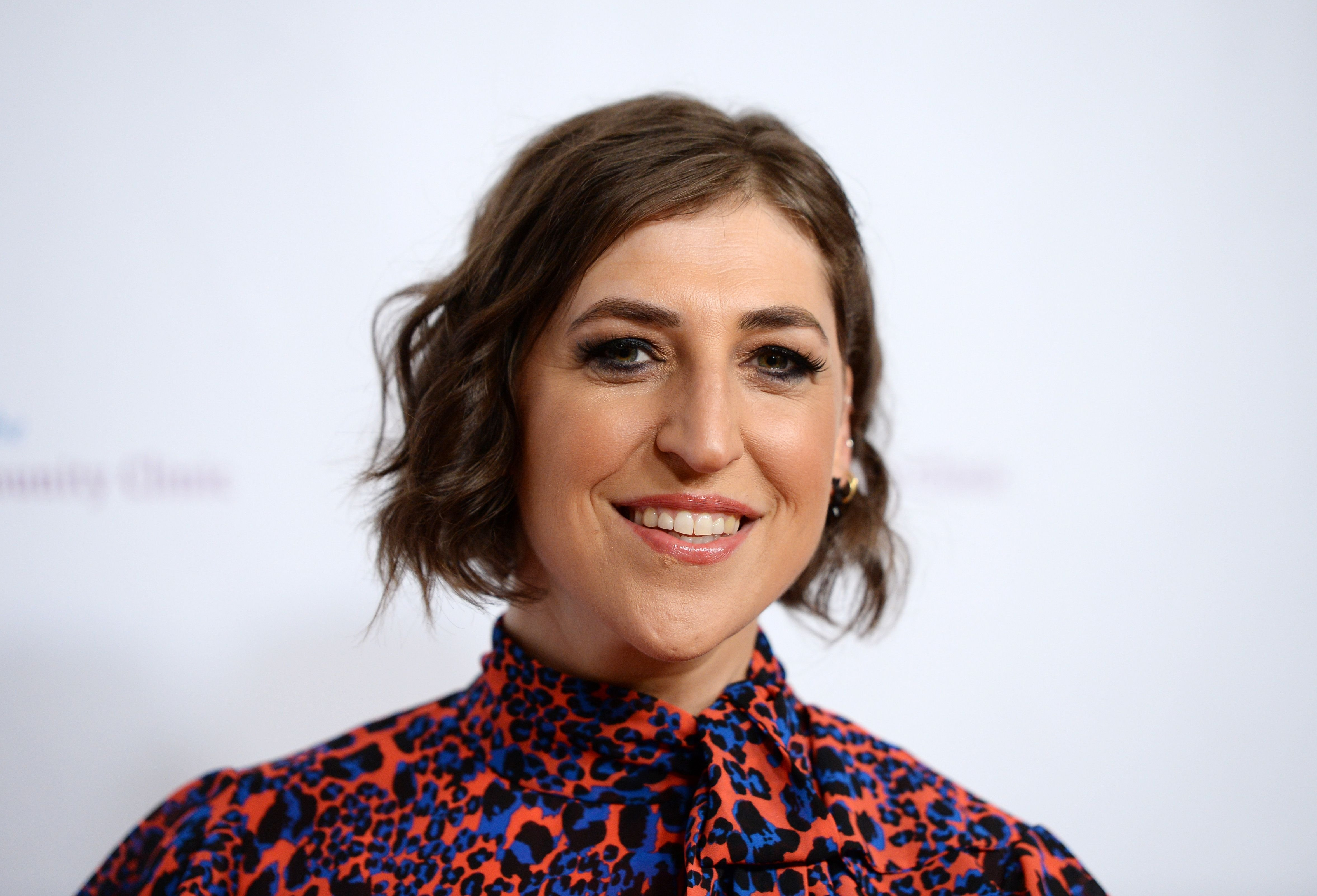 Mayim Bialik at the Saban Community Clinic's 43rd Annual Dinner Gala at The Beverly Hilton Hotel on November 18, 2019 in Beverly Hills, California. | Photo: Getty Images