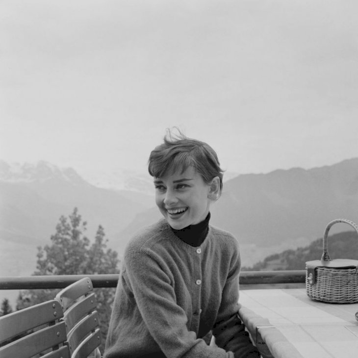 Belgian-born actress Audrey Hepburn (1929 - 1993) on the terrace of the Restaurant Hammetschwand at the summit of the Bürgenstock, Switzerland, circa 1955. | Photo: Getty Images