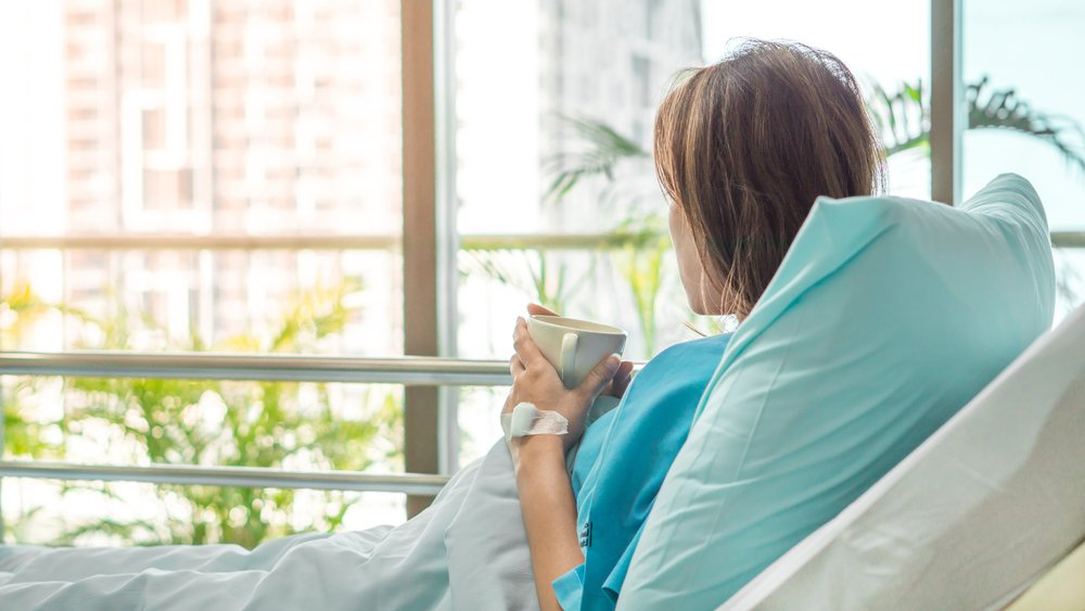 A photo of a woman in a hospital bed. | Photo: Shutterstock