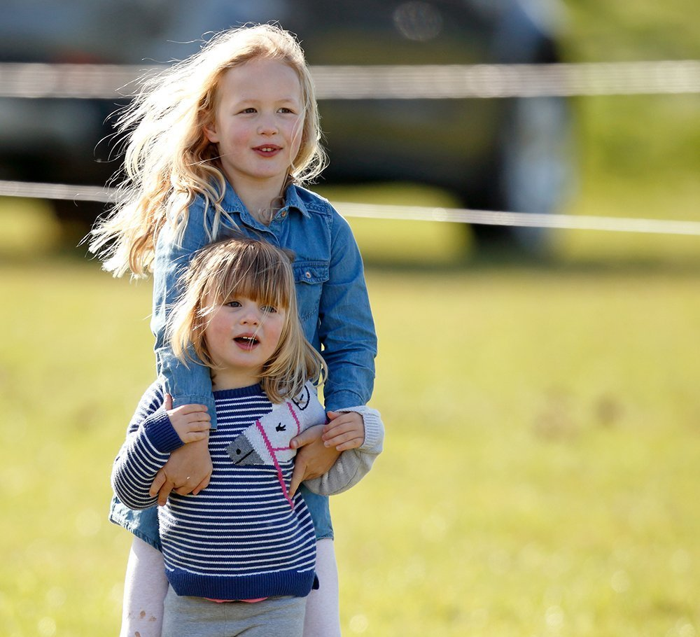 Isla Phillips (bottom) with her older sister Savannah (top). I Image: Getty Images.