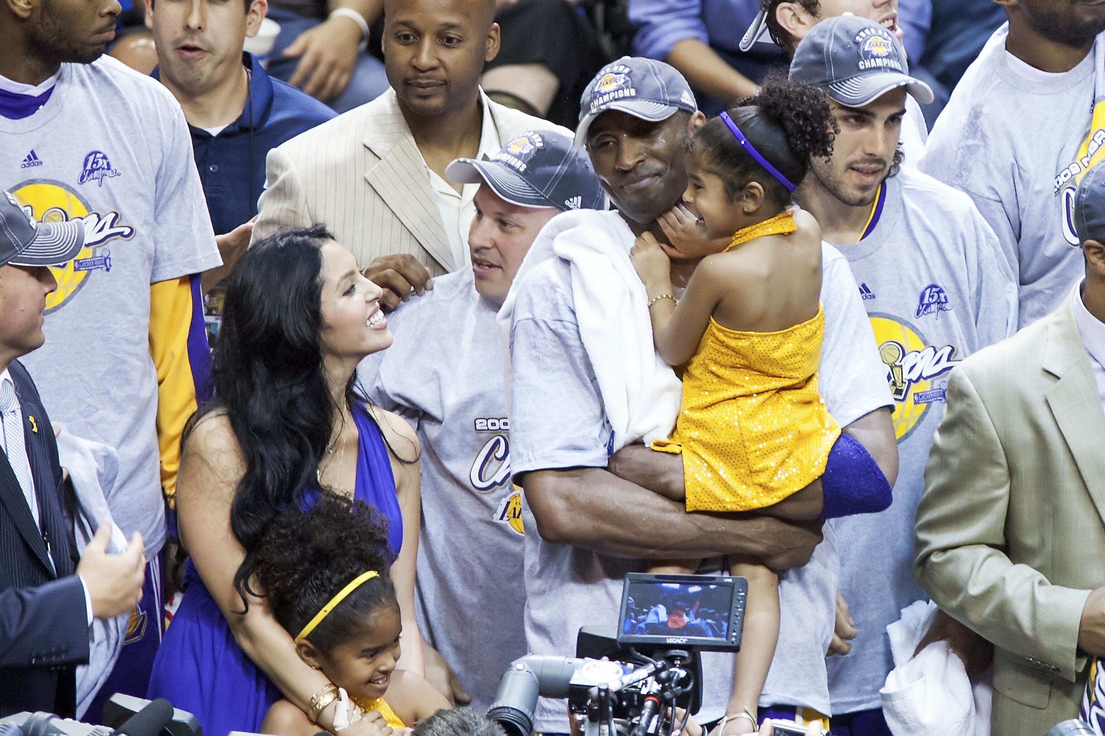 Kobe and Vanessa Bryant celebrate an LA Lakers championship with their daughters Natalia and Gianna | Source: Getty Images/GlobalImagesUkraine