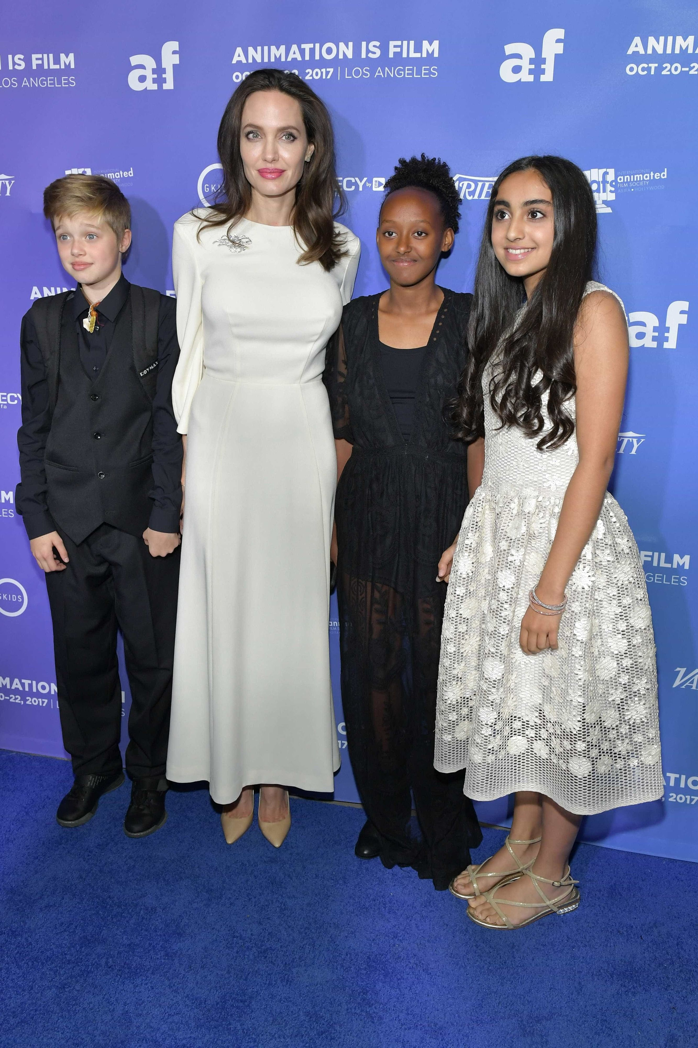 Angelina Jolie and children Shiloh, Saara, and Zahara Marley Jolie-Pitt on October 20, 2017 in Hollywood, California. | Photo: Getty Images