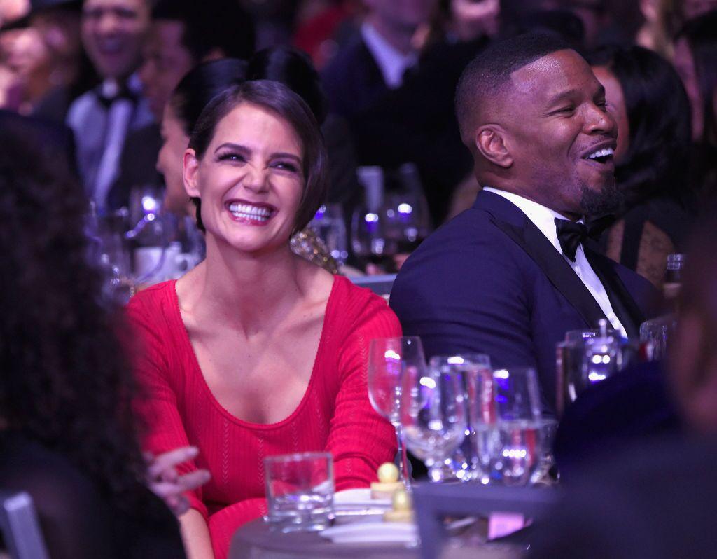 Katie holmes y jamie foxx en la gala pre-GRAMMY de Clive Davis and Recording Academy. | foto: Getty Images