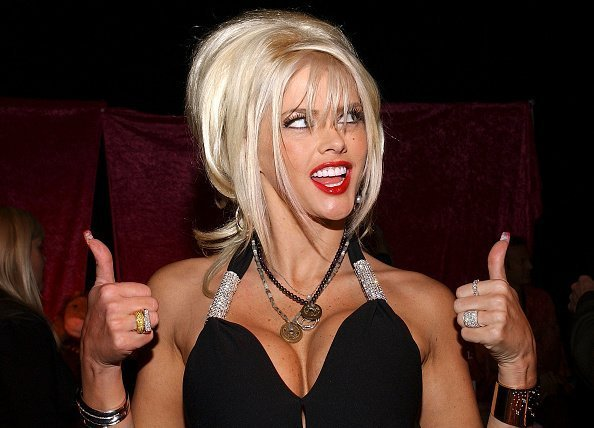 Model Anna Nicole Smith attends the Distinctive Assets Gift Lounge at the World Music Awards at the Thomas Mack Convention Center on September 15, 2004 | Photo: Getty Images