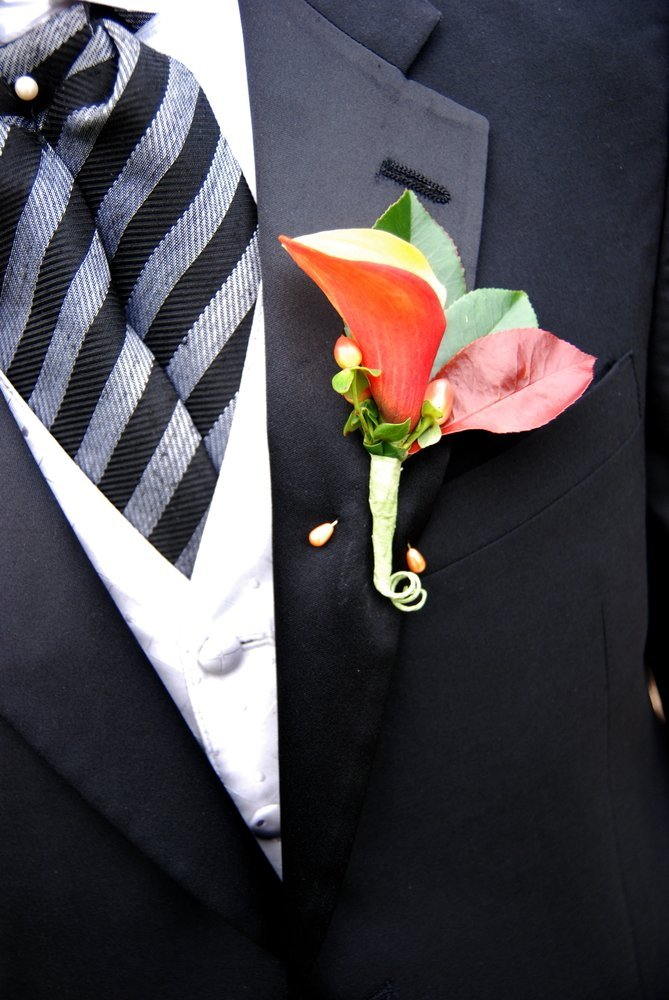A boutonniere on a suit. | Photo: Shutterstock.