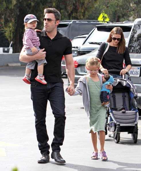 Ben Affleck and Jennifer Garner with their children on August 11, 2013 in Los Angeles, California. | Photo: Getty Images