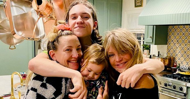 Kate Hudson & Mom Goldie Hawn Look like Twins in a Sweet Photo with Her Kids Ryder and Rani