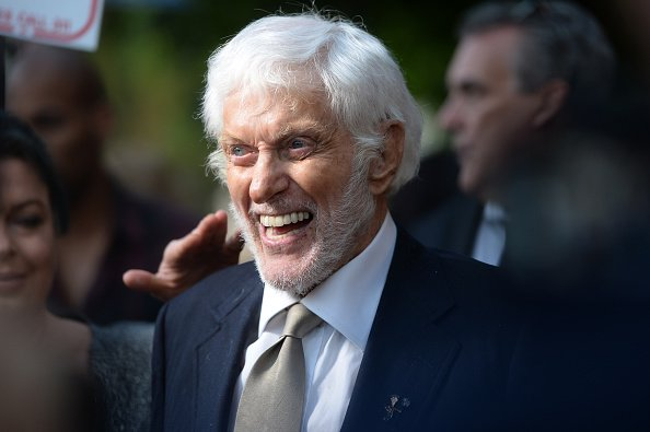 Dick Van Dyke arrives at the debut of the Southern California location of Michael Feinstein's new supper club on June 13, 2019 | Photo: Getty Images