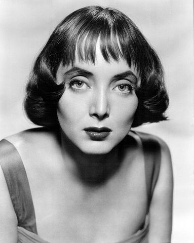 Carolyn Jones in 1956. | Source: Wikimedia Commons.